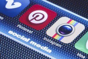 1481285329_instagram-vs-pinterest